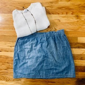 NWOT Chambray skirt with pockets!